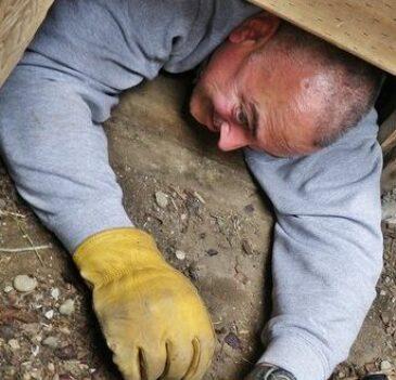 robert-tight-crawlspace-opening
